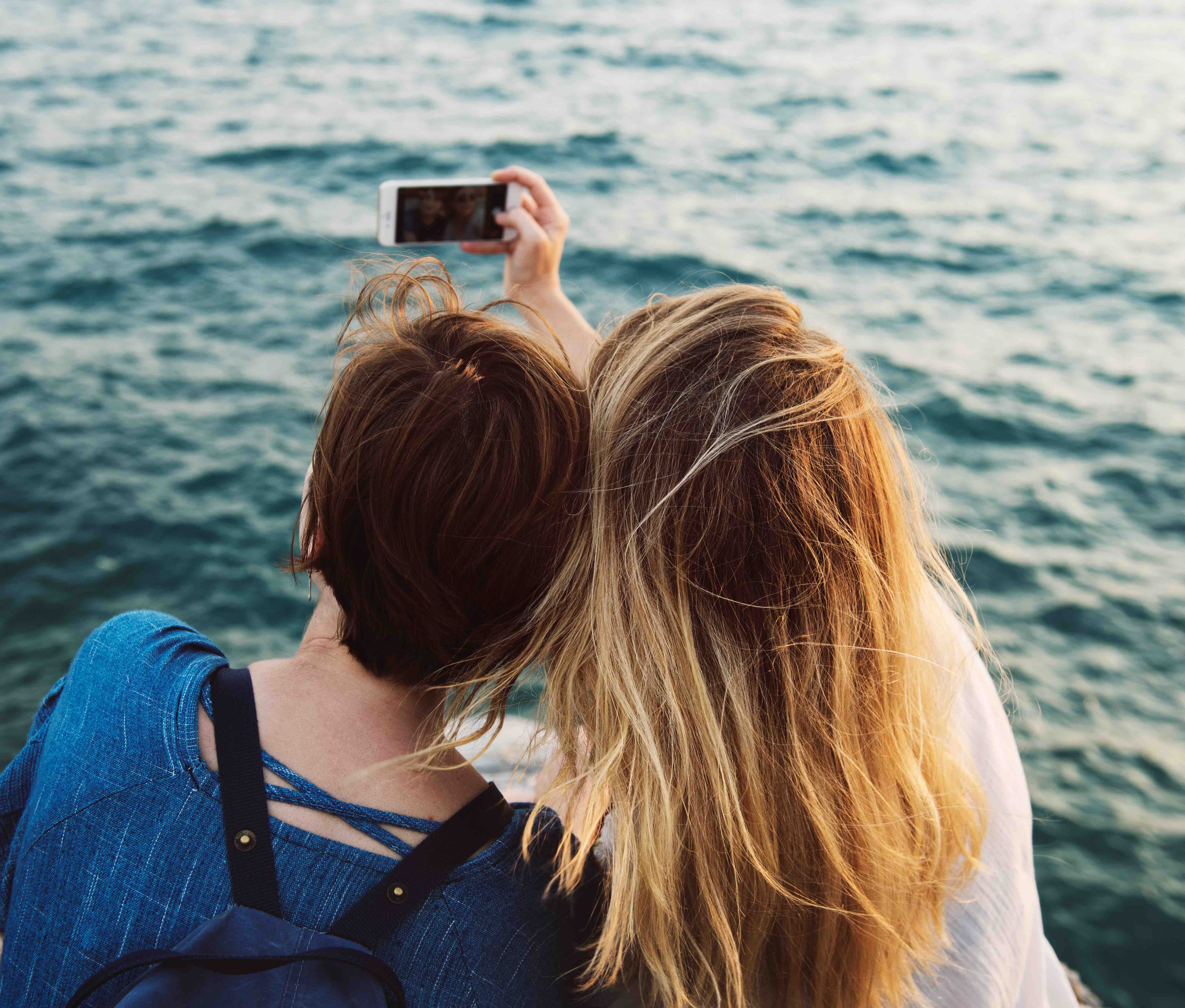 adults-adventure-beach-smartphone