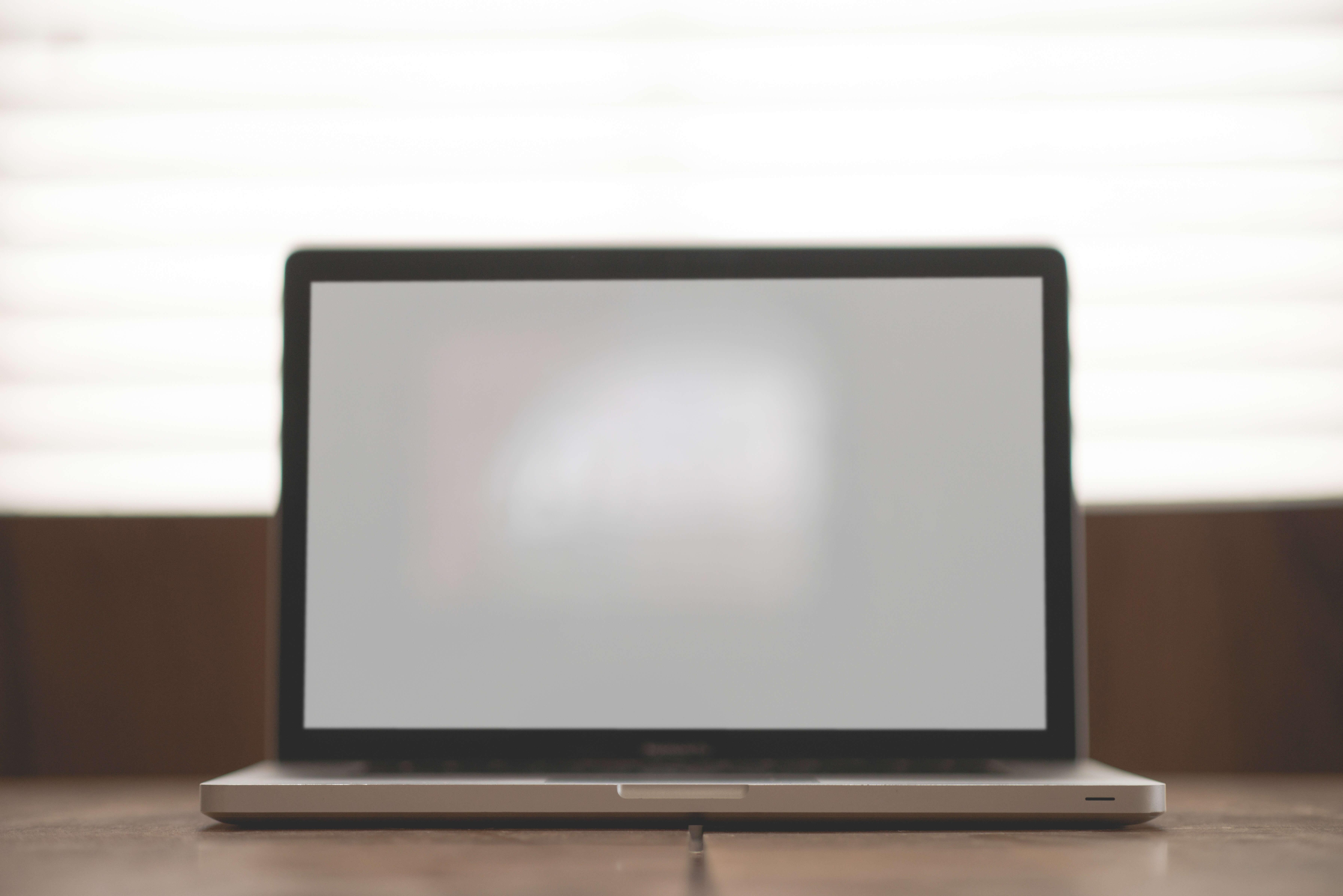 apple-computer-desk-6568