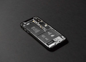 分解したiPhoneの内部構造