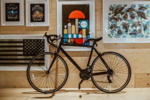 黒のロードバイク