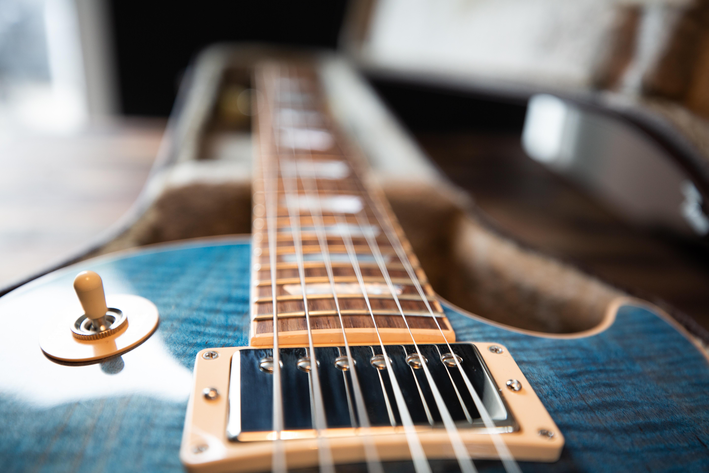 【初心者向け】ストラト/レスポールのエレキギターの弦の張り替え方法