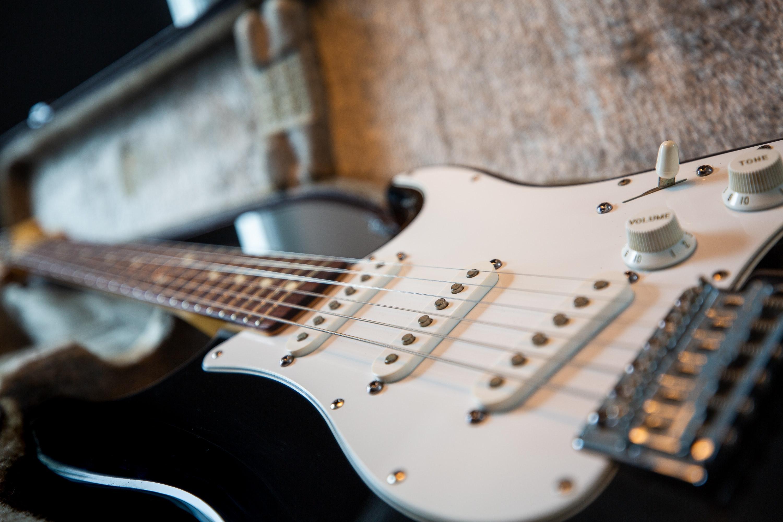 classic-guitar-instrument-1589280